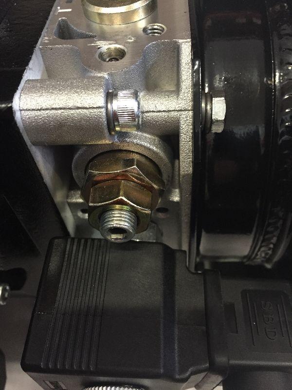 Sähköisellä laskuventtiilillä. Minikoneikko 380V 2.2kw Pumppu 4.2 cc Tankki 6L kuva 2